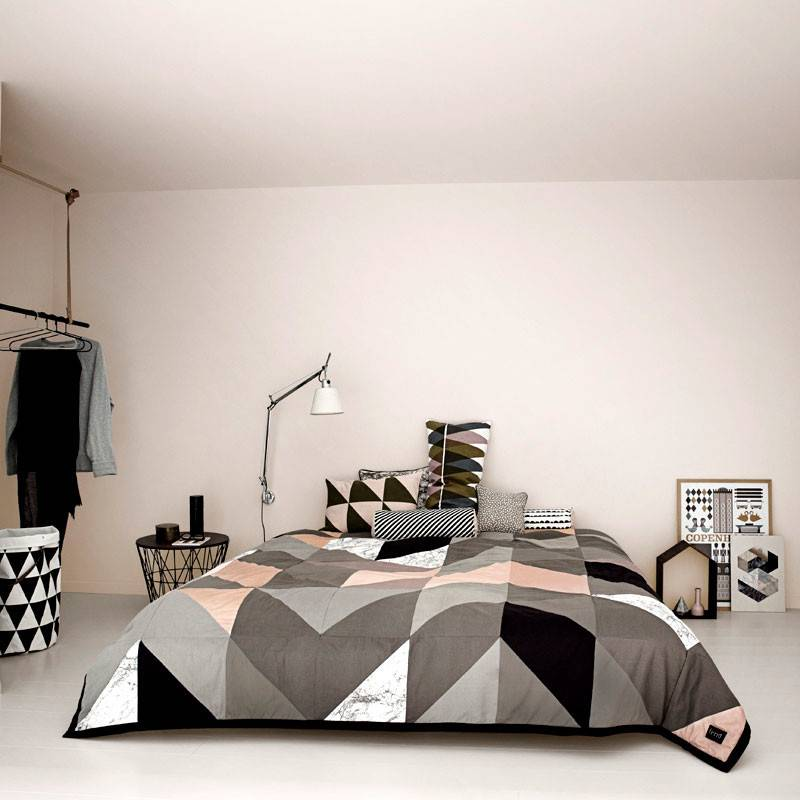 Arrow Bed Cover