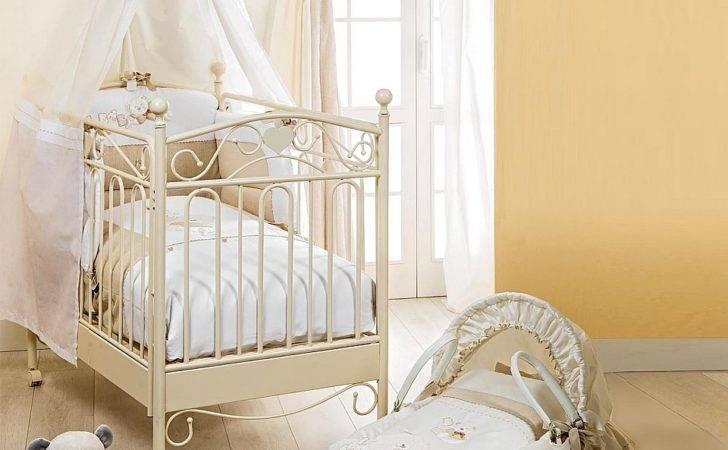 Classic Design Baby Nursery Crib Wheels Wooden Structure