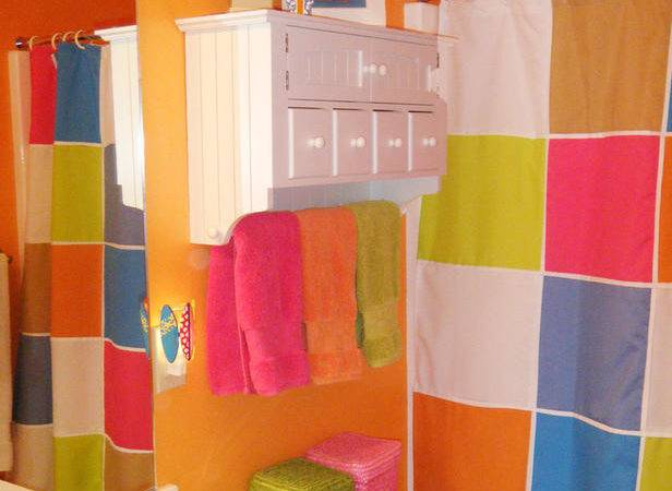 Colorful Bathrooms Rate Space
