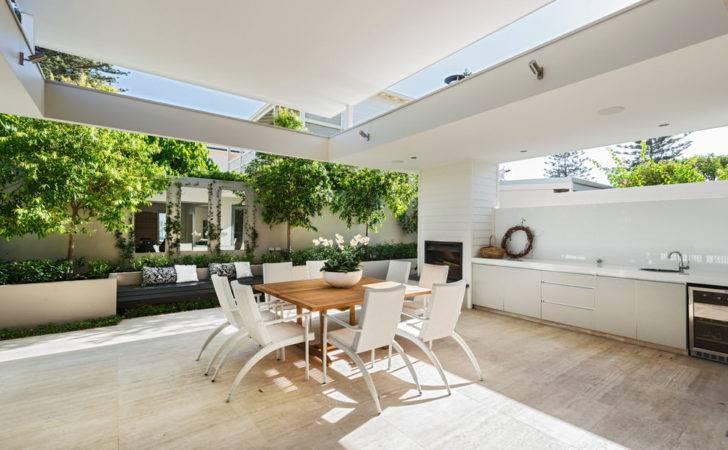 Contemporary Patio Outdoor Dinning Room Design
