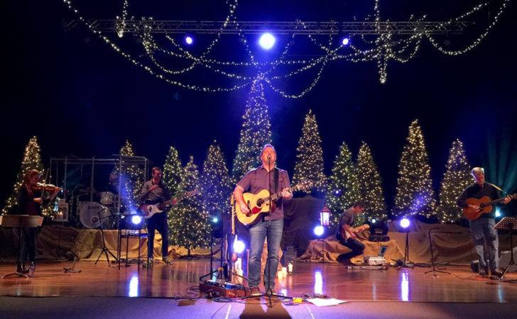 Criss Crossed Christmas Stage Design