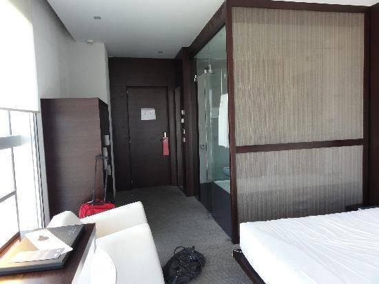 Design Room Silken Diagonal Comfort Shower