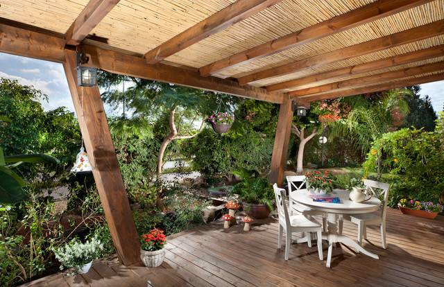 Designing Tropical Deck Using Table Round Dining Shade