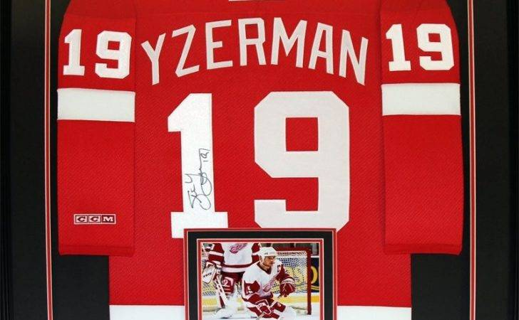 Detroit Red Wings Signed Jersey Frame