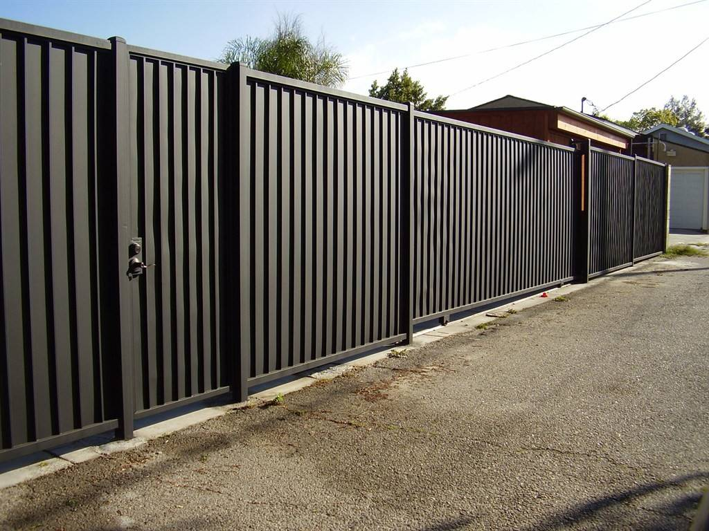 Displaying Sheet Metal Privacy Fence
