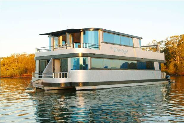 Dol Kyam Worlds Most Luxurious Houseboats Cbs News