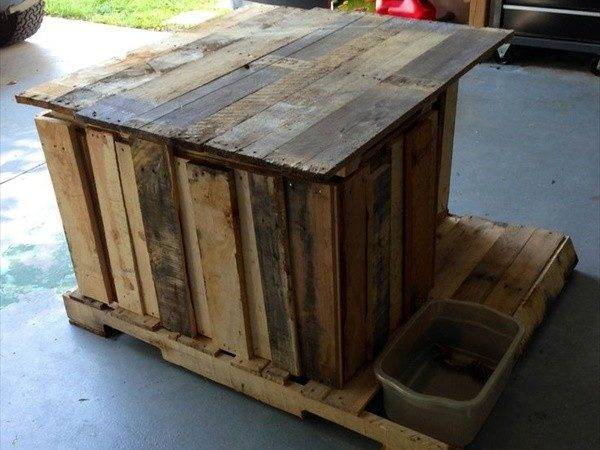 Door Arresting Way Can Make Your Pallet Dog House More Beautiful