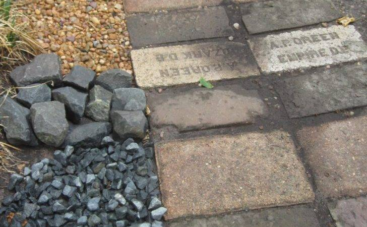 Drain Rock Black Star Basalt Blocks Medium Bronze Pea Gravel