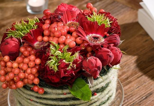Fall Table Centerpiece Red Hues Berries Flowers Floral Arrangement