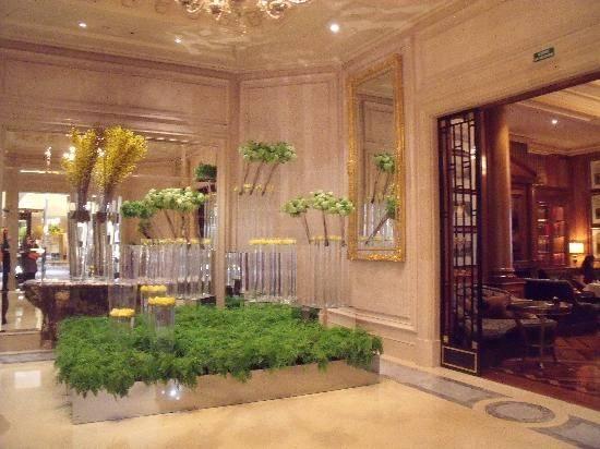Flowers Lobby Incredible Four Seasons Hotel