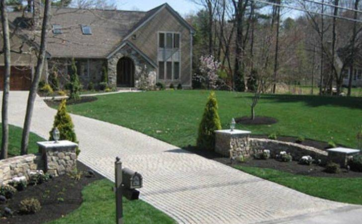 Front Landscaping Like End Driveway