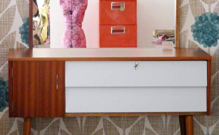 Furniture Decorating Contemporary Living Room Uses Retro