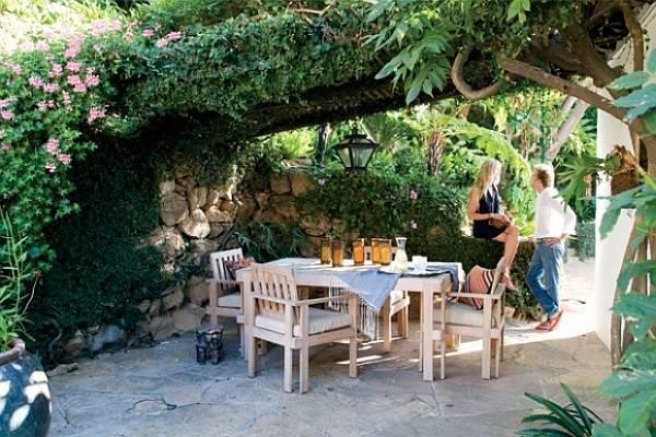 Get Set Arrange Courtyards Backyards