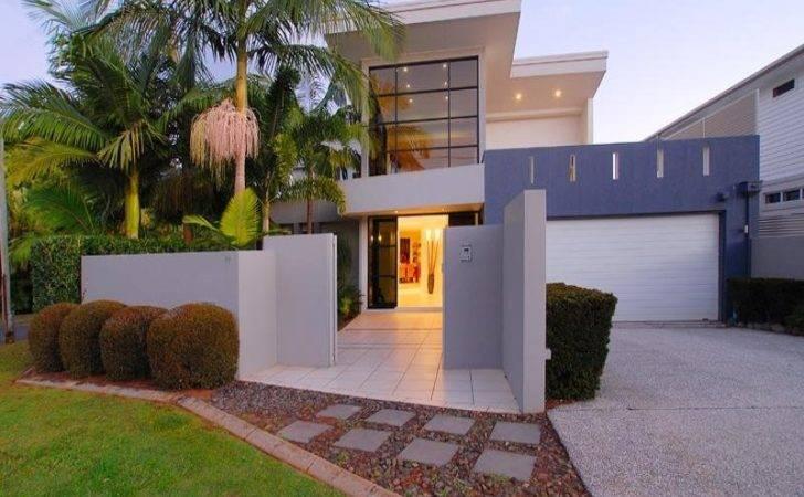 Glass Modern House Exterior Bay Windows Fountain Facade