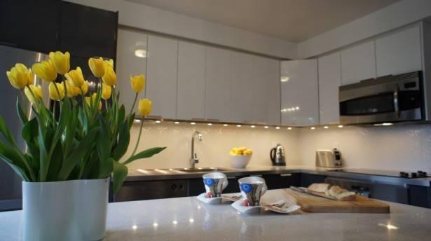 Italian Bistro Kitchen Decor Contemporary Condo Design Ideas