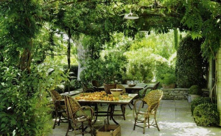 Italian Patio Themed Garden Ideas