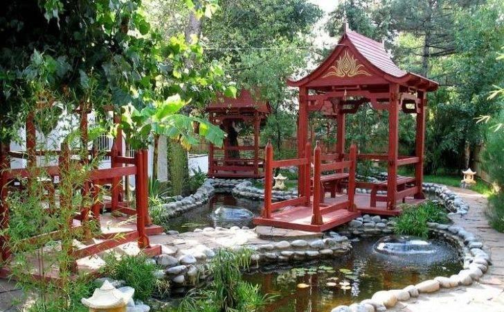 Jardin Chinois Avec Bassin Eau Entour Galets Coratifs