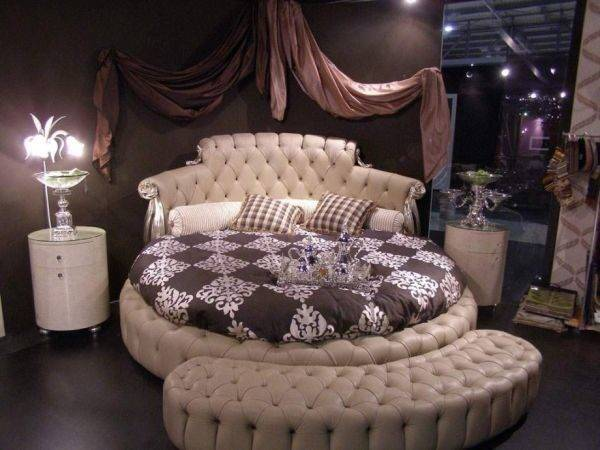 Lavish Luxurious Bedroom Design Using Round Bed