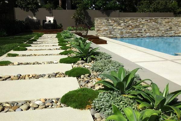 Lined Stepping Stones Modern Garden