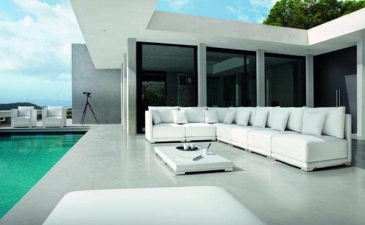 Manutti Outdoor Furniture Comes Miromar Design Center
