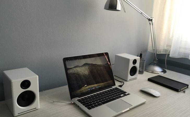 Minimalist Desk Setup Galleryhip Hippest Pics