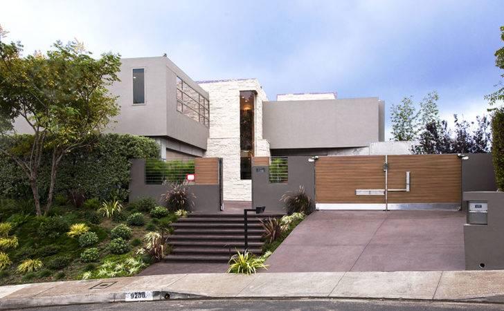 Modern Guest House Seen Street