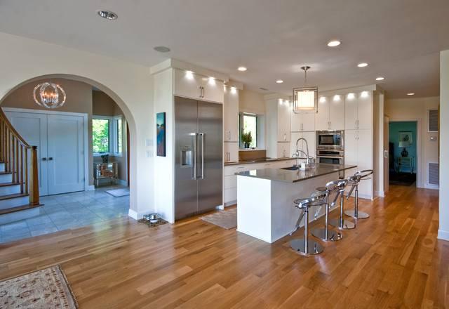 Modern Island Beach Home Kitchen Tropical