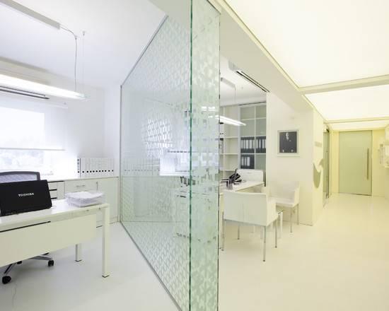 Modern Office Interior Glass Design