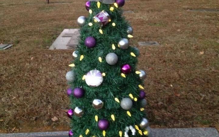 Momas Christmas Tree Solar Lights More Cemetery Flowers