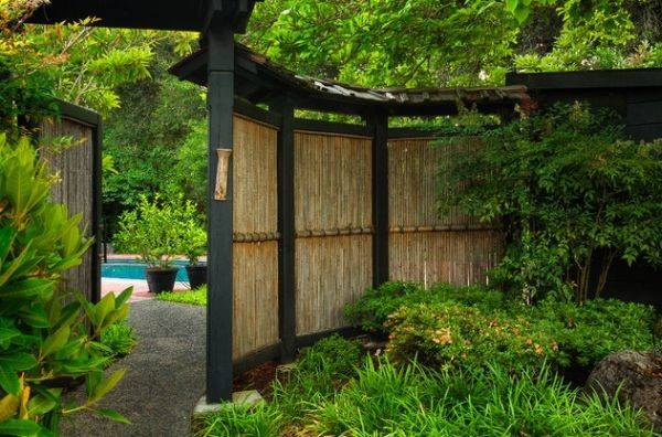 Natural Bamboo Fence Adds Element Inimitable Style