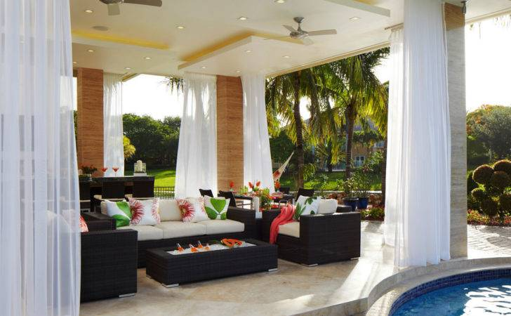 Open Contemporary Outdoor Living Room Design