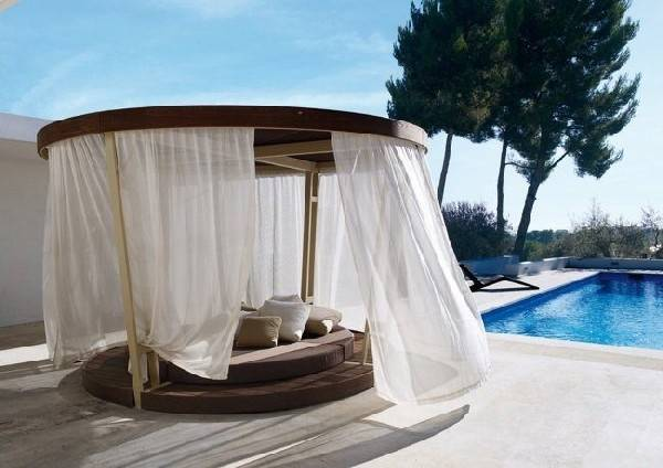 Outdoor Canopy Beds Ideas Romantic Summer Freshome