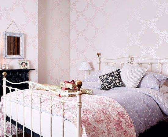 Pale Pink Bedroom Iron Bedstead Decorating Country