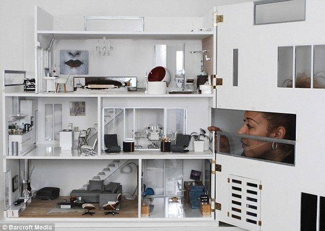 Pictured Immaculate Modern Day Dolls House Set Take Collectors