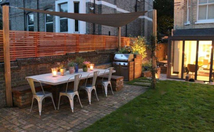 Red Cedar Used Fencing Well Around Bbq Outdoor Dining
