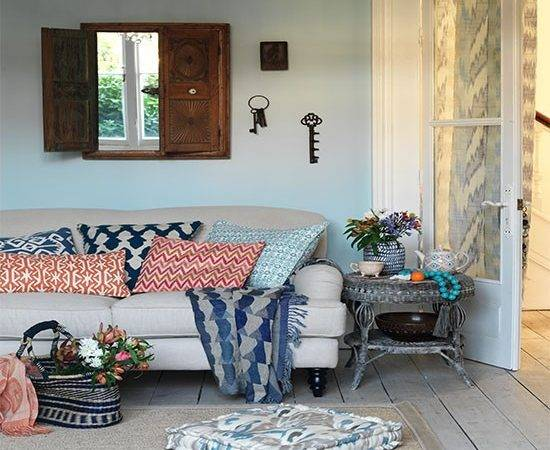 Relaxed Living Room Tribal Cushions Design Ideas