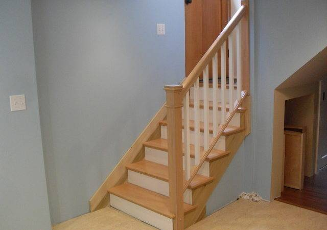 Removable Handrail Traditional Staircase