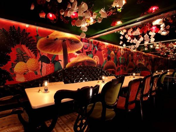 Restaurant Alice Wonderland Atmosphere