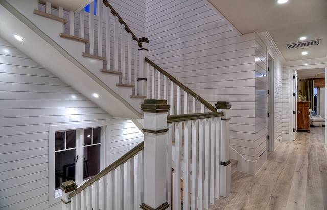 Roomreveal Diamond Beach Cottage Stairway Kevin Smith