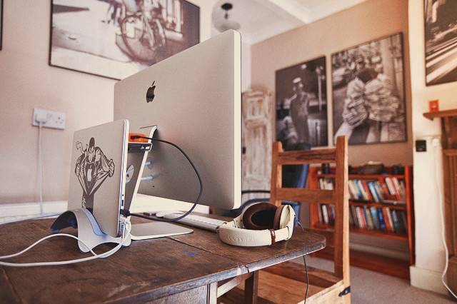 Rustic Minimalist Setup Here Have Same Minimal Desks