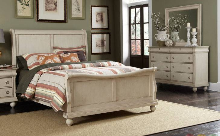 Rustic Traditions Whitewash Sleigh Bedroom Furniture Set