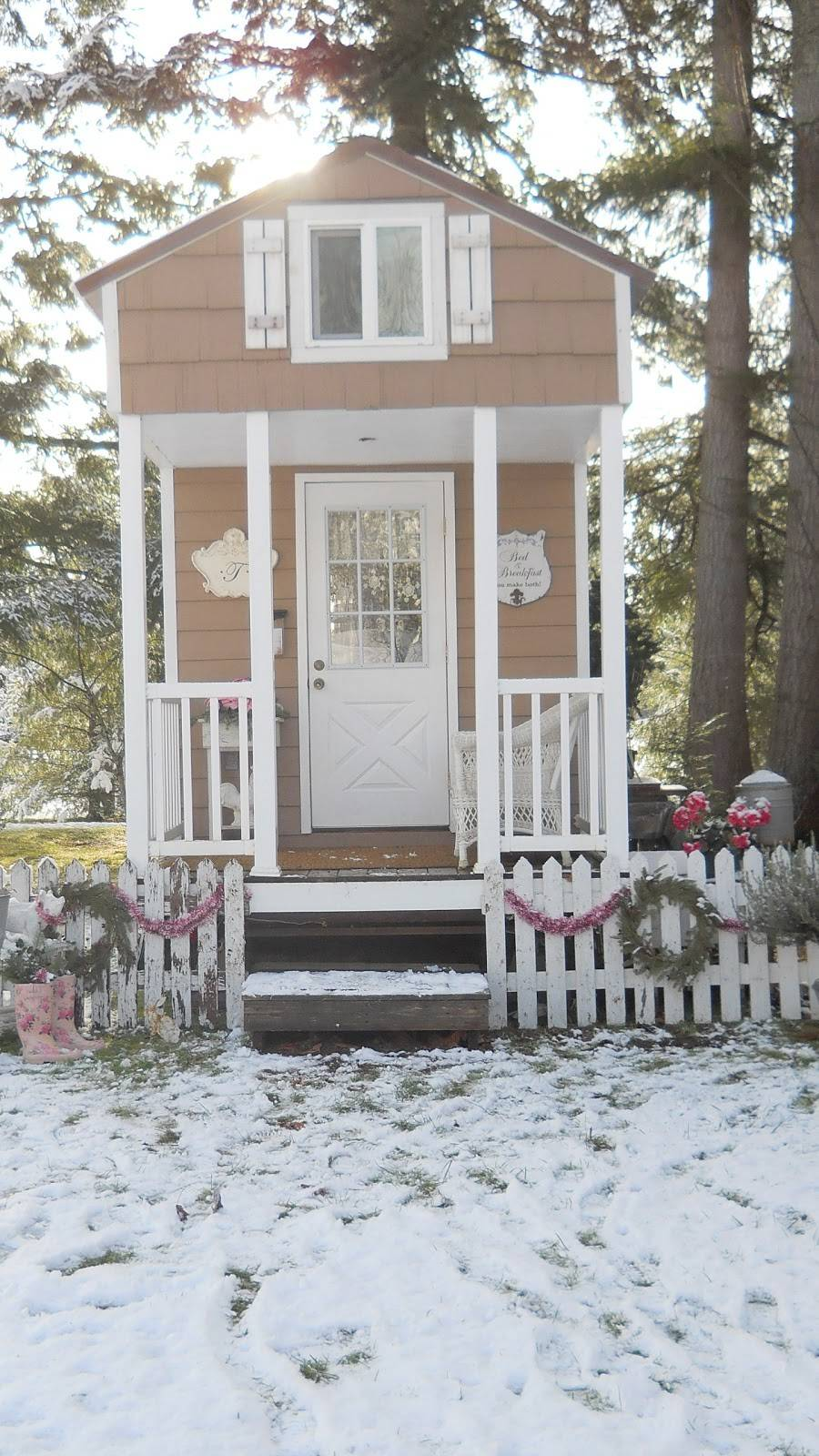 Shabby Chic Tiny Retreat House Christmas