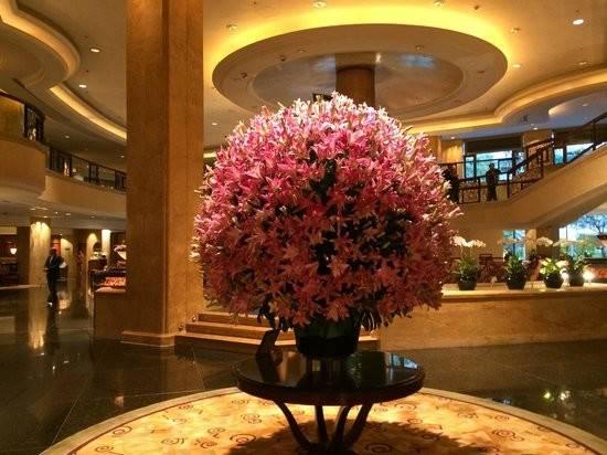 Shangri Hotel Kuala Lumpur Amazing Lobby Flowers