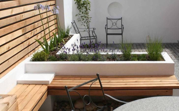 Small Contemporary Garden Woodpecker Landscape Designs