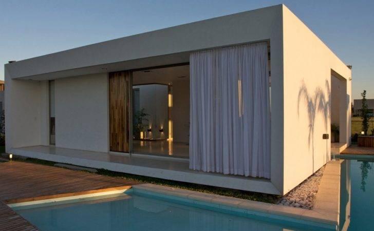 Small Minimalist House Architecture Vismaracorsi Arquitectos