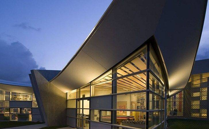 Soaring Sunset Community Center Connects Nature