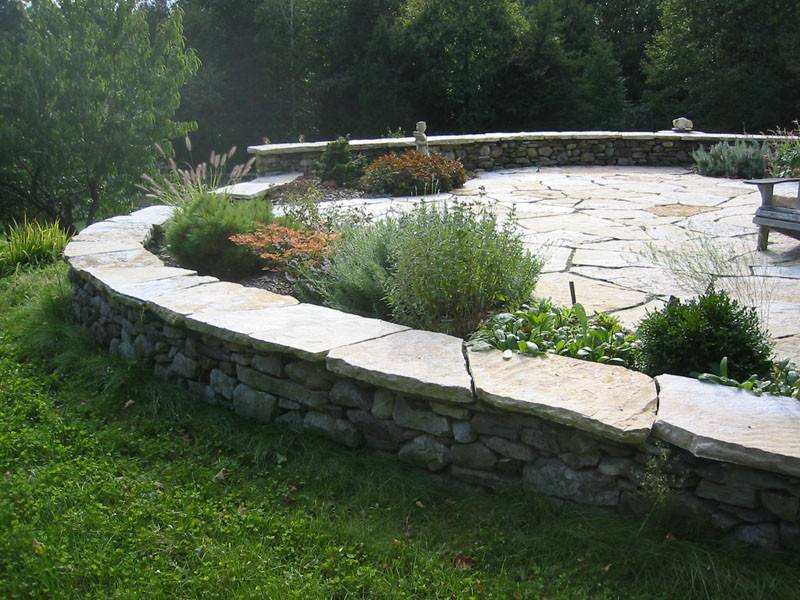 Stone Wall Patio Design Surrounding