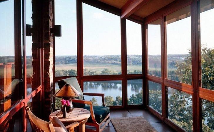Sunroom Louis River House Offers Mesmerizing Views