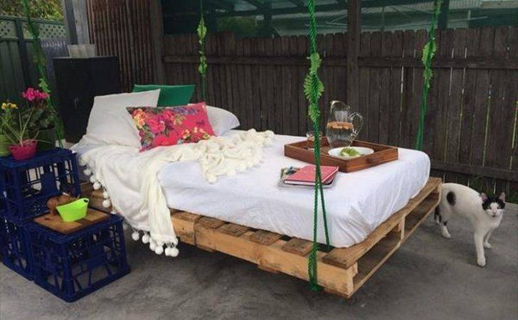 Swing Bed Made Wooden Pallets Pallet Wood Projects