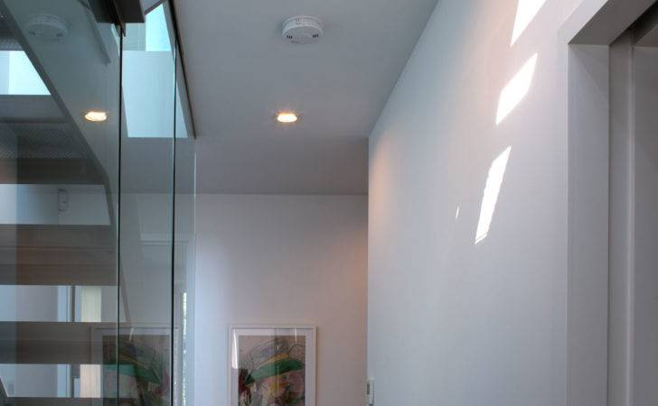 Tighthouse Design Interior Modern Staircase Decoration Used Glass